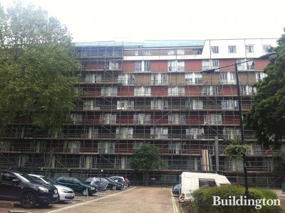 Scaffolding goes up on Reading House in Hallfield Estate as the refursbishment begins