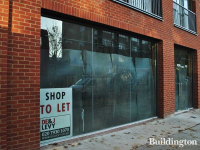 Shop to let sign at 182-188 Kensington Church Street in October  2011