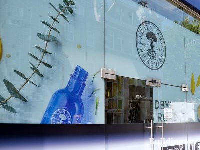A1 retail store to let by Jackson Criss. Neal's Yard Remedies has closed at 124 King's Road in Chelsea, London SW3.