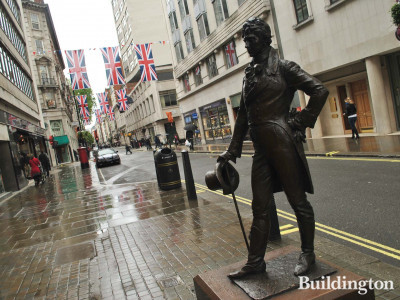 The bronze statue of Beau Brummell by Irena Sidieck in front of the entrance to Piccadilly Arcade on Jermyn Street was unveiled by HRH Prince Michael of Kent on 5 November 2002.