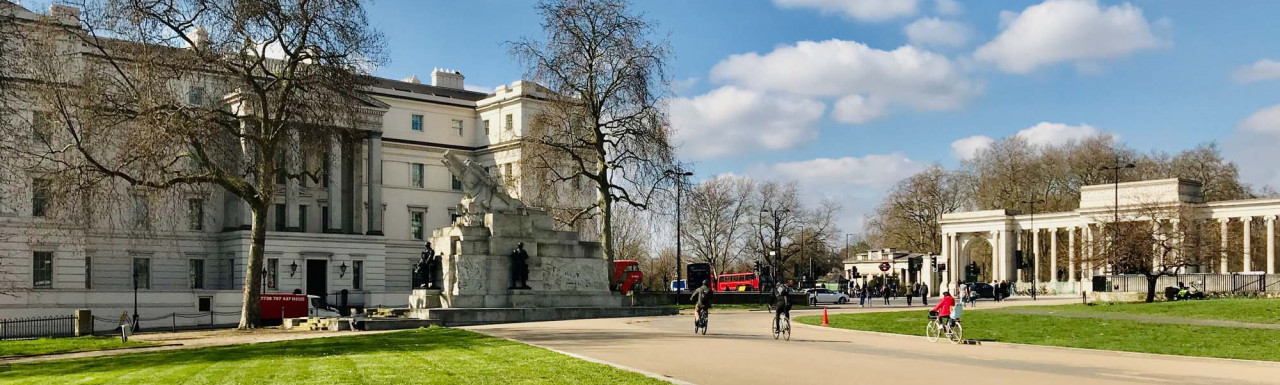 The Lanesborough hotel building and Wellington Arch in Hyde Park Corner.