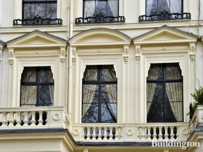 1st floor windows of 46 Cleveland Square