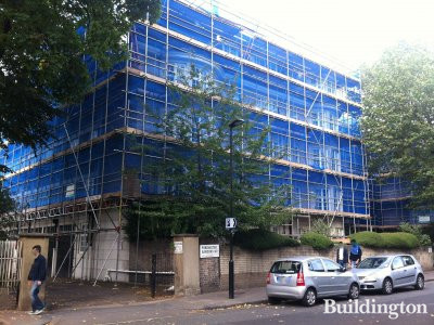 Scaffolding on 2 Portchester Gardens building in September 2012