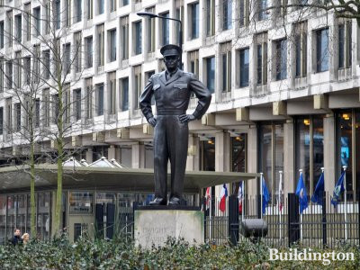 Statue of Dwight D. Eisenhower in front of the US Embassy on Grosvenor Square