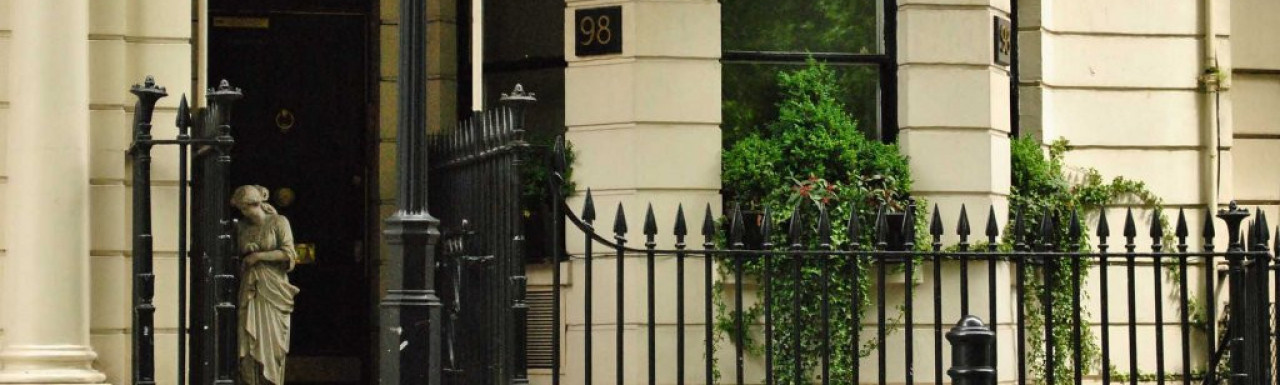 Entrance to 98 Park Lane.